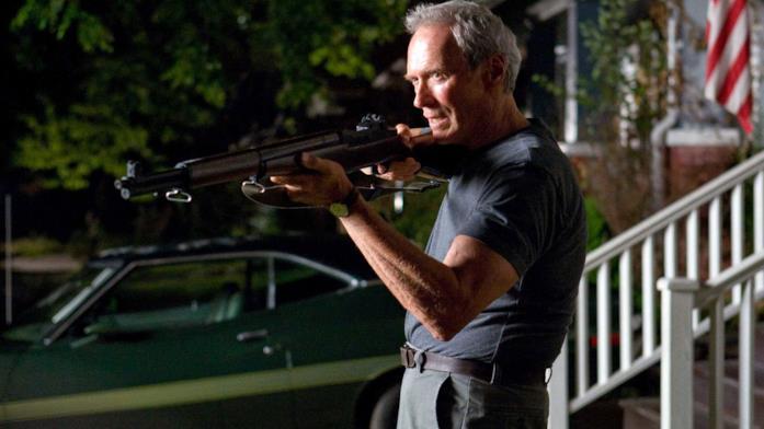 Una scena dal film Gran Torino (2008), da Eastwood diretto ed interpretato
