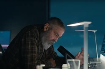 George Clooney in una scena da The Midnight Sky