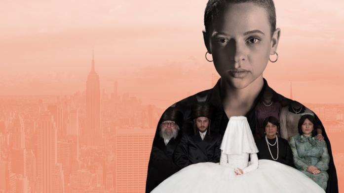 Shira Haas su uno sfondo promozionale di Unorthodox