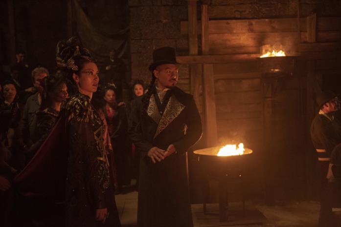 Olivia Cheng e Hoon Lee in una scena della serie Warrior