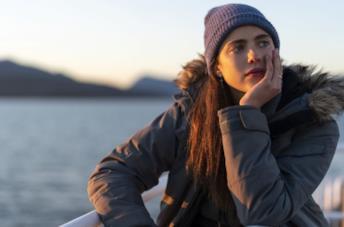 La protagonista di Maid, Alex, è interpretata da Margaret Qualley
