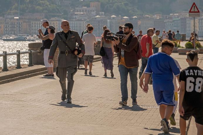 Una scena di Sono tornato con Mussolini sul lungomare