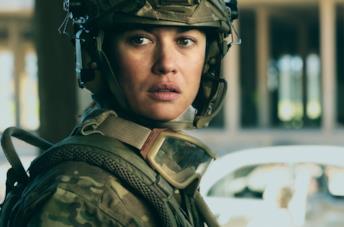 Un primo piano di Olga Kurylenko nel film La sentinella