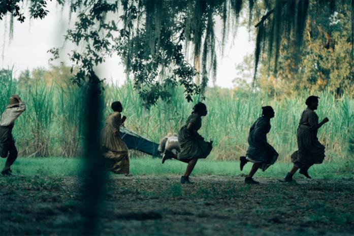 Il cast in una scena di The Underground Railroad