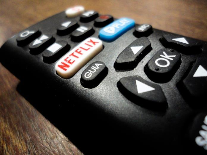 Il tasto Netflix su un telecomando televisivo