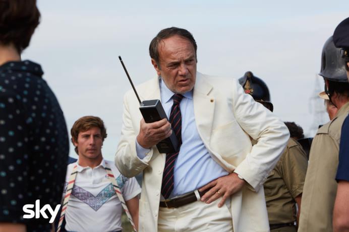 Una scena di Alfredino con il capo dei soccorsi