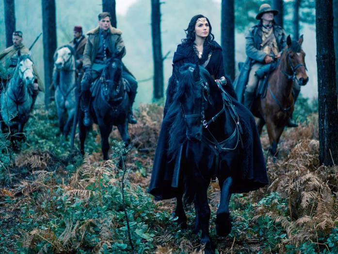 Diana Prince in sella al suo cavallo