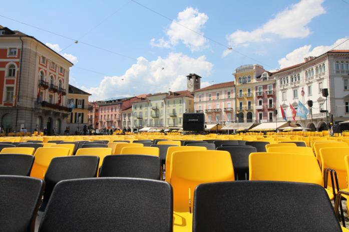 L'enorme proiettore del Festival di Locarno