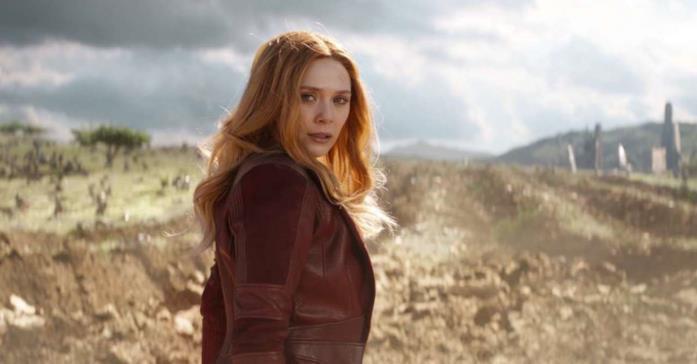 Un primo piano di Elizabeth Olsen nei panni di Scarlet Witch