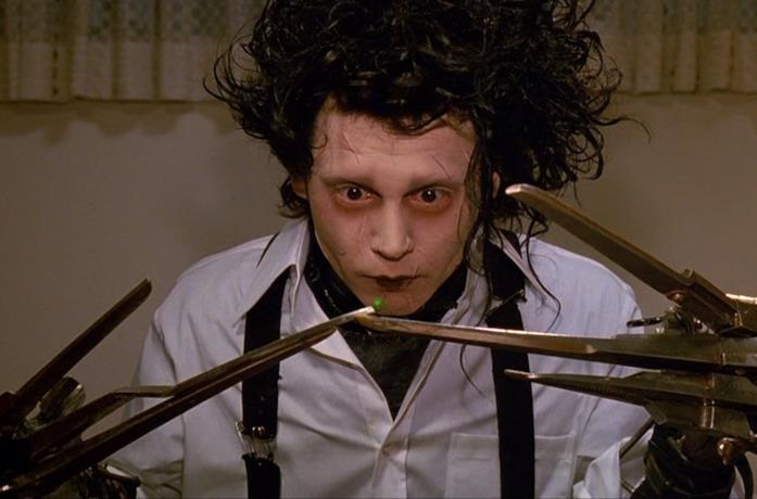 Edward mani di forbice ha difficoltà a mangiare non avendo le mani