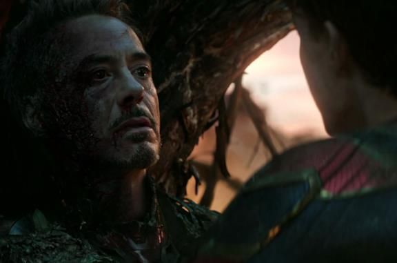 Tony Stark in una scena conclusiva di Endgame