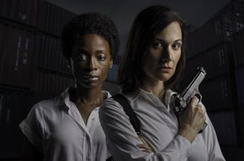 Hlubi Mboya e Erica Wessels in una scena del film I Am All Girls