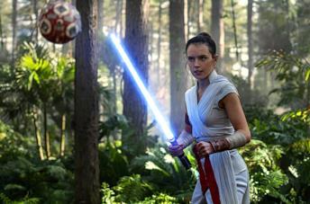 Le silhouette di Rey e Kylo Ren nel poster di Star Wars: L'Ascesa di Skywalker