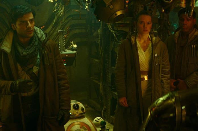 Rey e compagnia in un'immagine ufficiale di Star Wars: L'Ascesa di Skywalker,