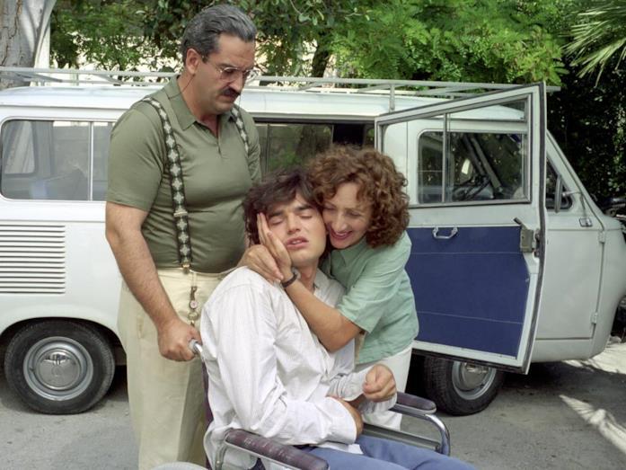 Antonio Milo, Paolo Briguglia e Lunetta Savino in una scena del film TV Il figlio della luna
