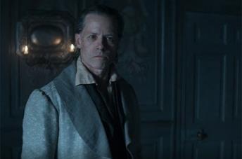 Guy Pearce è Ebenezer Scrooge in A Christmas Carol