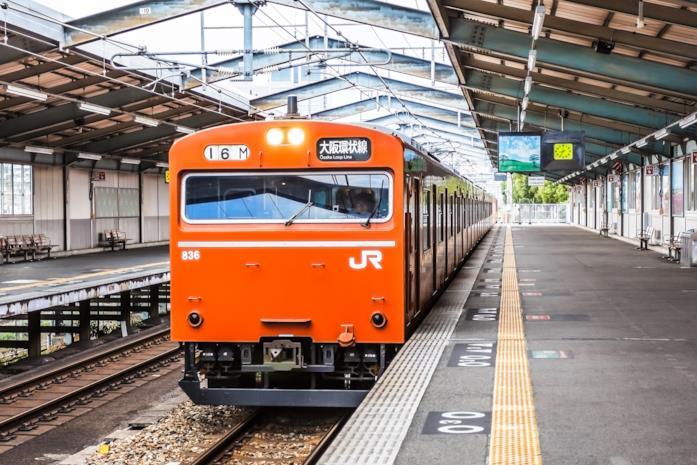 Un treno della JR West in attesa di partire