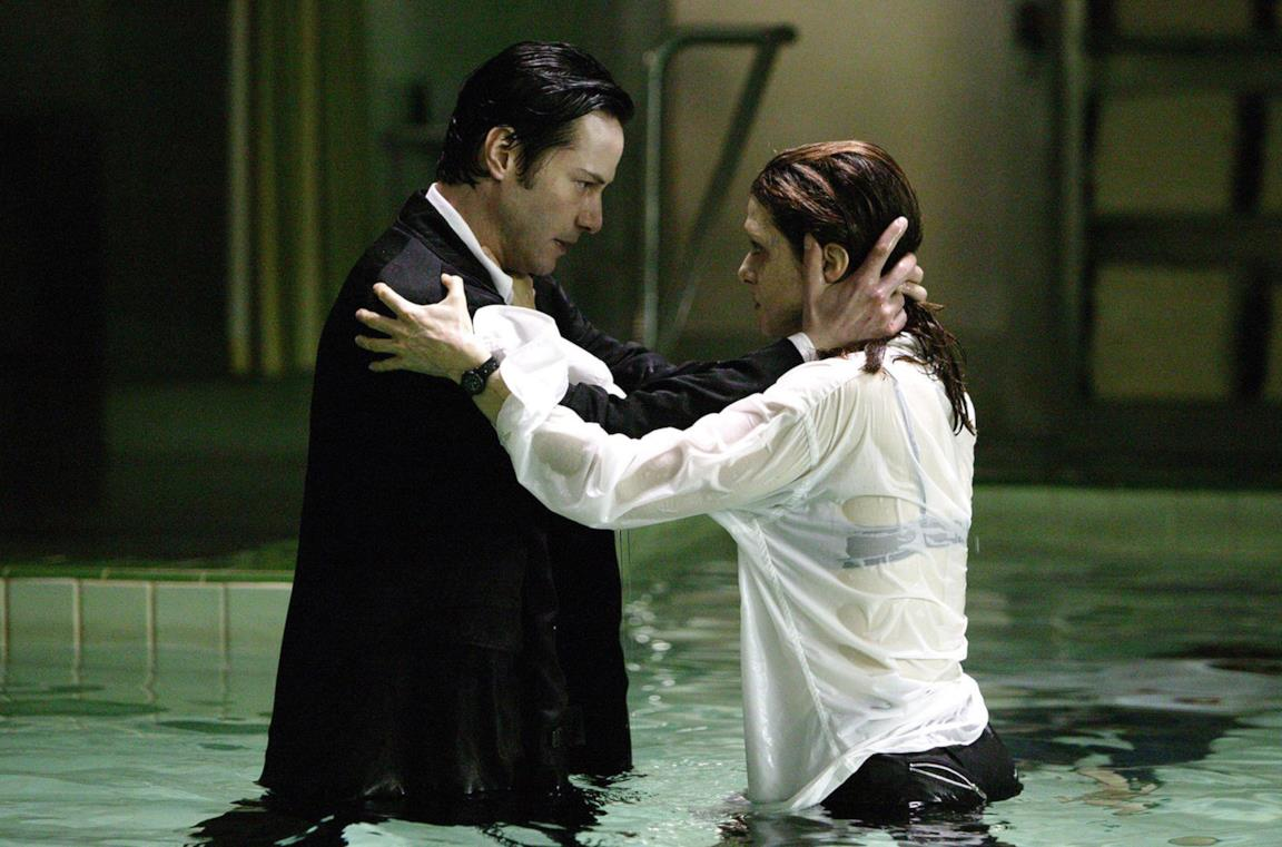 Keanu Reeves e Rachel Weisz in Constantine