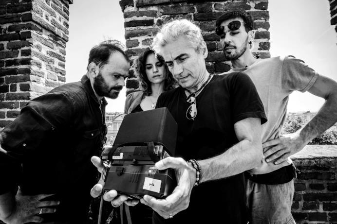Ligabue e gli attori sul set di Made in Italy
