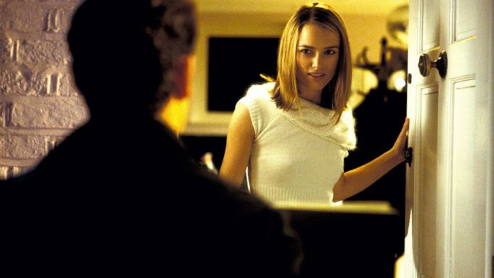 Keira Knightley apre la porta