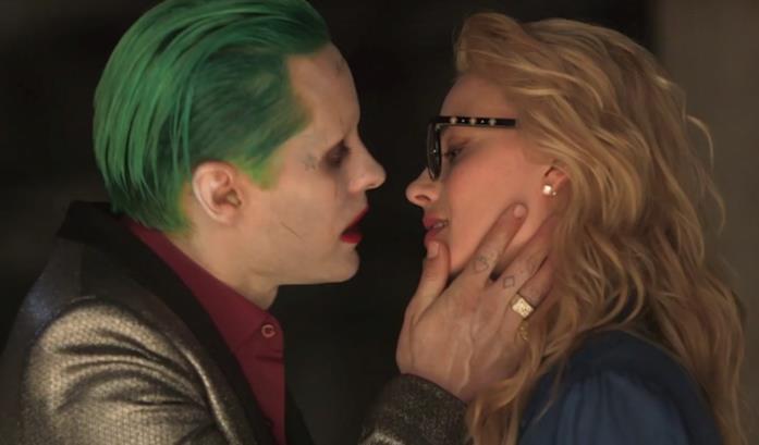 Una scena di Suicide Squad con il bacio tra Joker e Harley