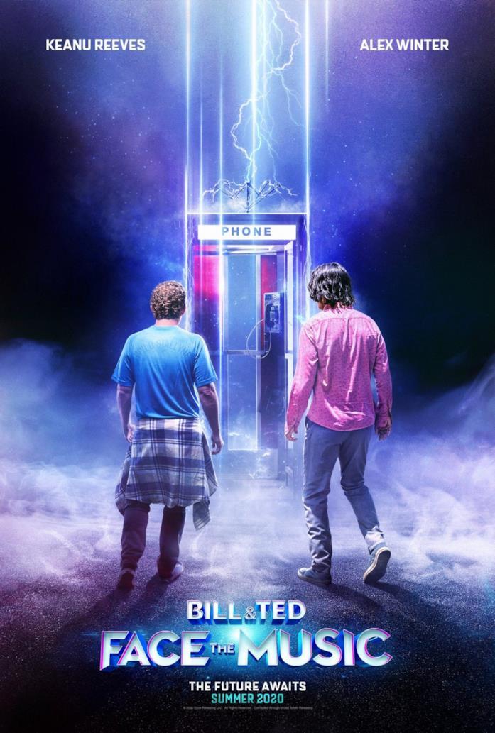 Bill e Ted di fronte alla cabina telefonica con la quale viaggiano nel tempo
