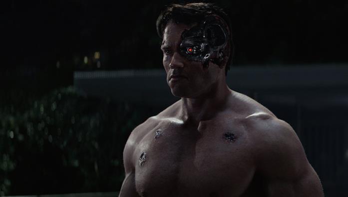 L'Arnold Schwarzenegger ringiovanito digitalmente nella scena di Terminator Genisys