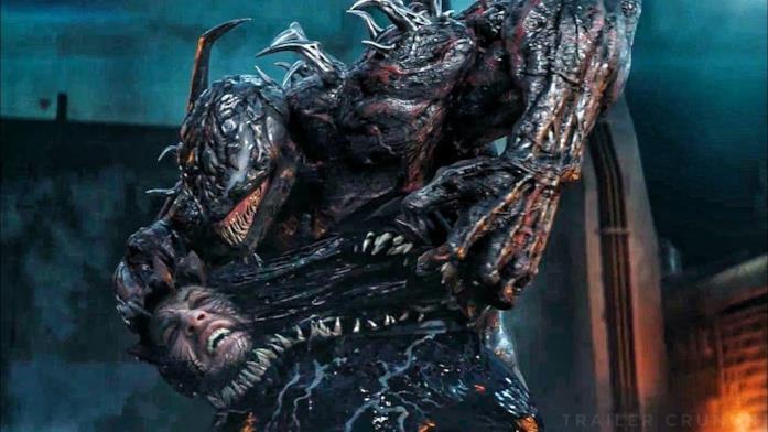 Venom e Riot si danno battaglia in una scena finale del film