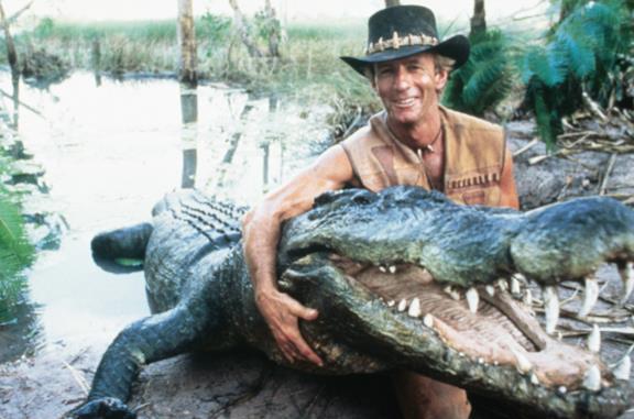 Mr. Crocodile Dundee, la scena del coltello e le migliori sequenze del film con Paul Hogan