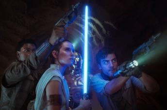 John Boyega, Daisy Ridley e Oscar Isaac in una scena di Star Wars: L'ascesa di Skywalker