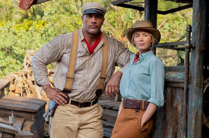 Dwayne Johnson ed Emily Blunt in una scena di Jungle Cruise