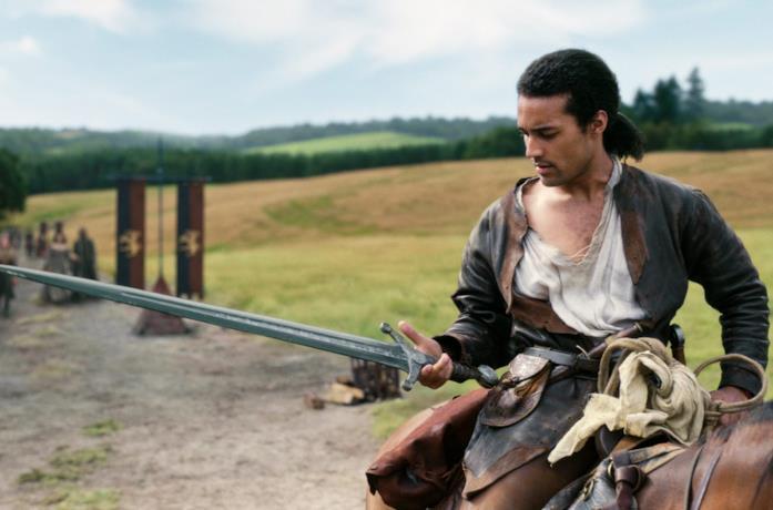 Devon Terrell è Re Artù con la spada in mano