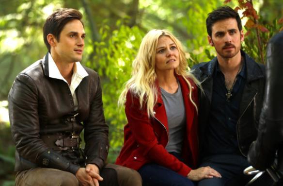 Emma, Henry e Uncino in un'immagine dalla settima stagione di C'era una volta