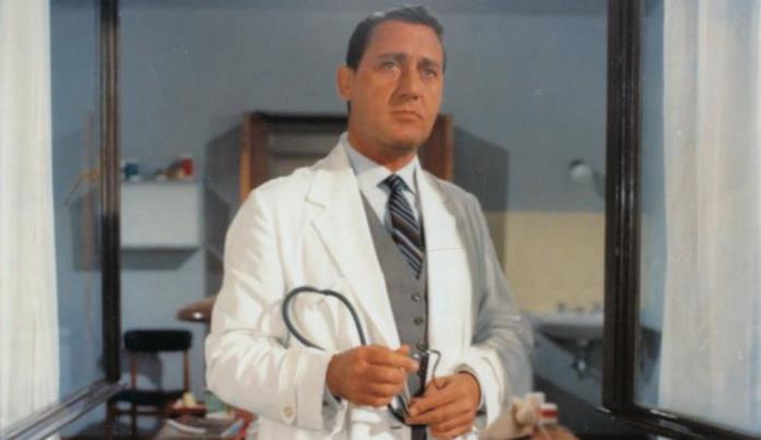 Un'immagine del film Il medico della mutua