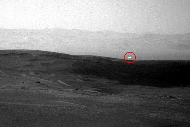 Lo scatto del rover Curiosity dove è possibile vedere il misterioso bagliore