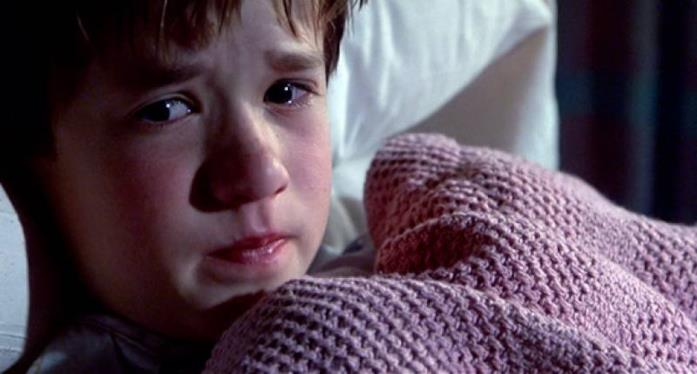 Cole Sear è interpretato da Haley Joel Osment
