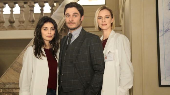 Antonia Liskova è Andrea Mares, con Alessandra Mastronardi e Lino Guanciale