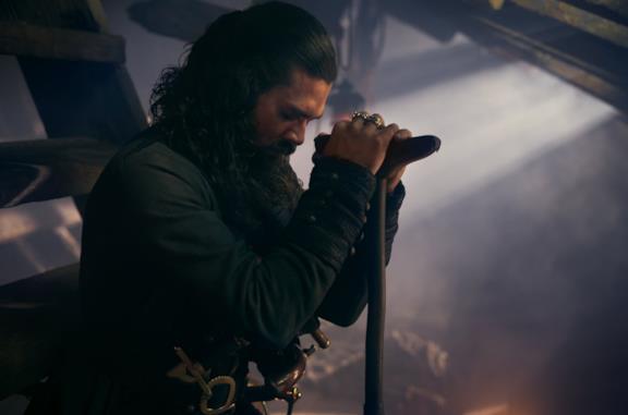 Long John Silver è interpretato da Luke Arnold in Black Sails