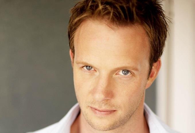 Il vampiro mezzosangue Quinlan è interpretato dall'attore Rupert Penry-Jones.