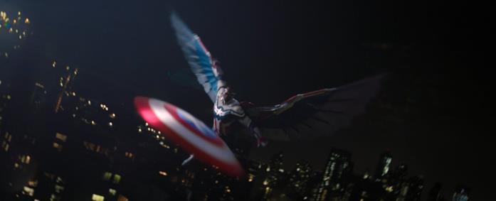 Sam Wilson è il nuovo Captain America in una scena di The Falcon and the Winter Soldier