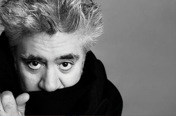 Un primo piano del regista Pedro Almodóvar
