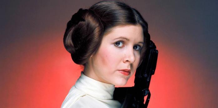 Carrie Fisher è una giovanissima Leia in una foto promozionale per Guerre Stellari del 1977
