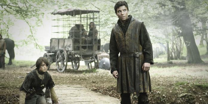 Maisie Williams e Joe Dempsie in Game of Thrones