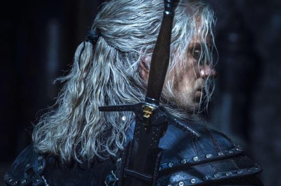 Geralt di Rivia, lo strigo interpretato da Henry Cavill