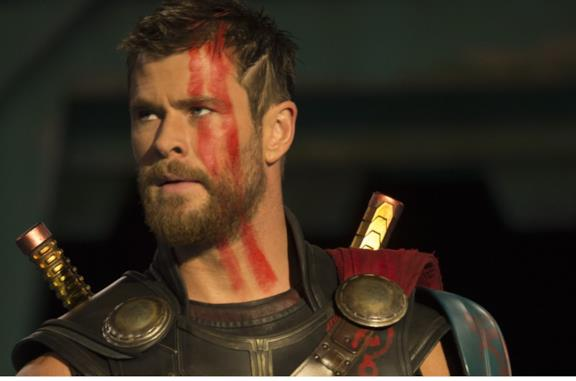 Thor: Love and Thunder, la foto dal set con Matt Damon e Luke Hemsworth