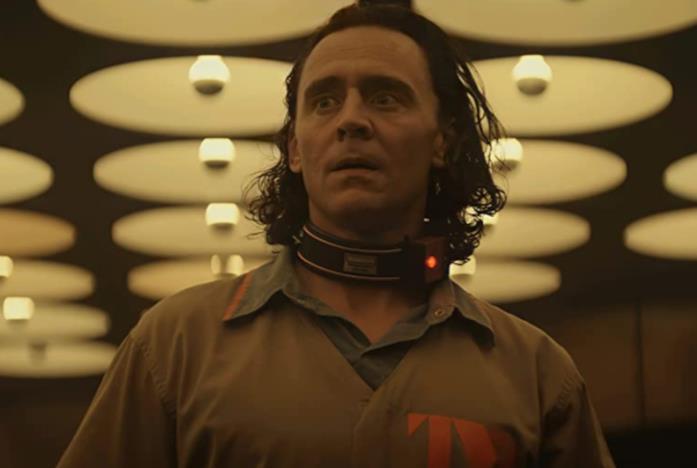 Loki con l'uniforme della TVA