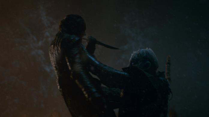 Arya colpisce il Re della Notte, facendo terminare la Grande battaglia di Grande Inverno