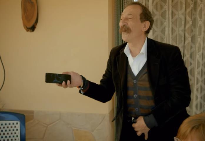 Pino Maniaci in una scena della docu-serie Netflix Vendetta - Guerra nell'antimafia