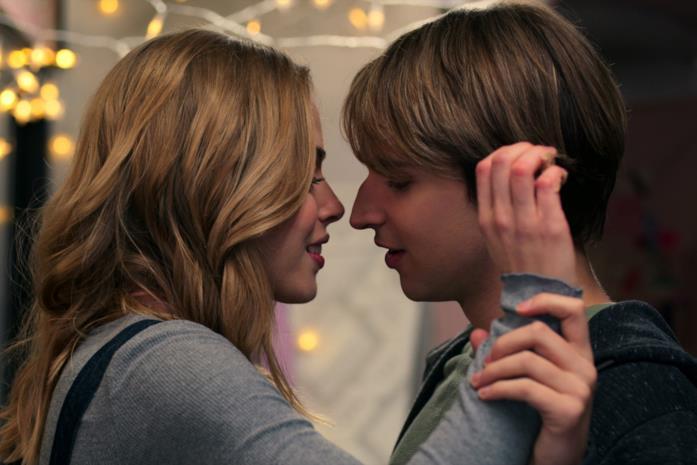 Lizzie e Ricky si baciano