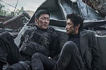 Lee Byung-Hun e Jung-woo Ha in una scena del film Ashfall